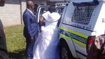 Pastor, casal de noivos e mais 50 convidados são presos em casamento durante a quarentena