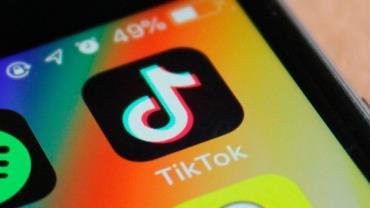 Trump firma decretos que podem banir TikTok e WeChat dos EUA