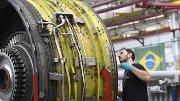 Produção industrial cresce em 14 locais em junho, diz IBGE