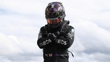 "Hamilton faz pole na Bélgica e homenageia Chadwick Boseman, astro de ""Pantera Negra"""