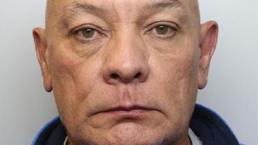 Operação contra pedofilia prende policial de 59 anos que acreditava enviar mensagens pornográficas para menina de 12 anos na Inglaterra