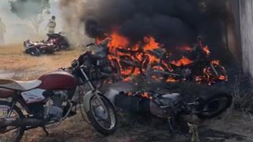 CE: crianças de 9 e 10 anos jogam bomba e incendeiam 10 motos em pátio de Demutran