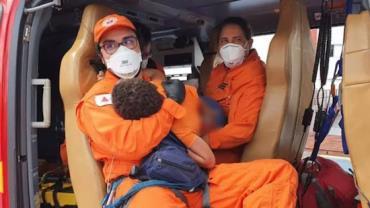 Criança de 7 anos tem peito perfurado por vergalhão em Minas Gerais