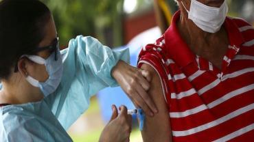 Saúde diz que distribuiu vacina para 100% dos idosos em asilos