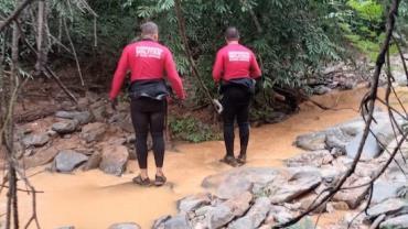 Criança de 11 anos morre afogada ao lavar o rosto em rio em Minas Gerais
