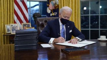 Biden diz que EUA têm vacina para imunizar todos os adultos até maio
