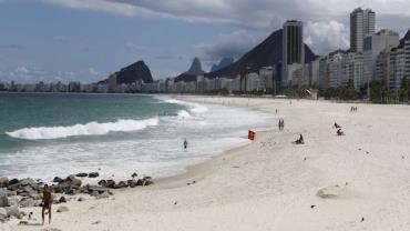 Festa de swing é interrompida em praia do RJ