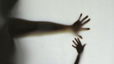 Jovem é preso após tentar abusar de mulher enquanto ela ia para o trabalho