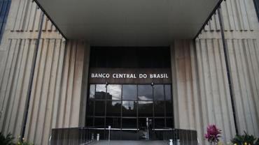Atividade econômica cresce 1,7% em fevereiro, diz Banco Central