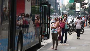 Greve de motoristas de ônibus causa transtornos para passageiros em São Paulo