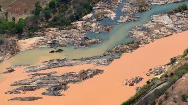 Vale paralisa trens e atividades próximas à barragem em Mariana