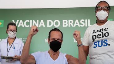 Governador João Doria recebe a segunda dose da vacina contra Covid-19 em São Paulo