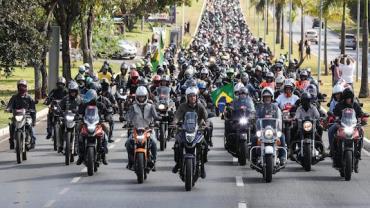 Bolsonaro participa de passeio de moto com apoiadores em São Paulo