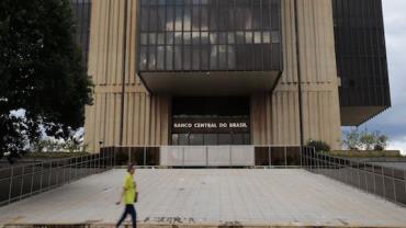 Taxas de juros recuam em maio, diz Banco Central