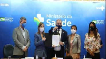 Marcelo Queiroga assina portaria que injeta R$ 258 milhões em residência médica