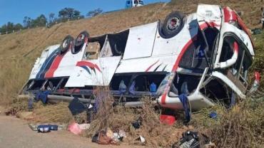 Três pessoas morrem em acidente de ônibus na Rodovia Washington Luís