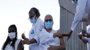 Covid-19: Rio acelera vacinação com um dia para cada idade