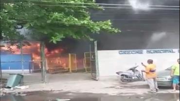 Rio: Incêndio atinge creche do Complexo da Maré