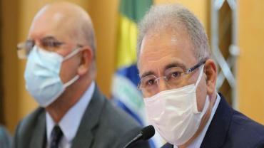 """""""Vacinação é imprescindível para a retomada da economia"""", diz ministro"""