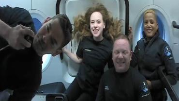 Voo ao espaço: primeiras fotos dos tripulantes são divulgadas nesta sexta