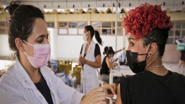 Rio recebe mais de 800 mil doses de vacina contra a covid-19
