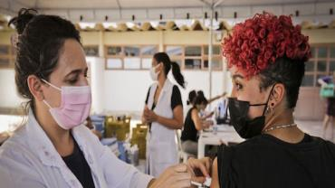 Rio vacina adolescentes de 12 e 13 anos contra Covid-19 nesta sexta-feira (24)