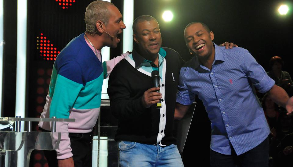 Amigos do Pagode 90 cantam sucesso