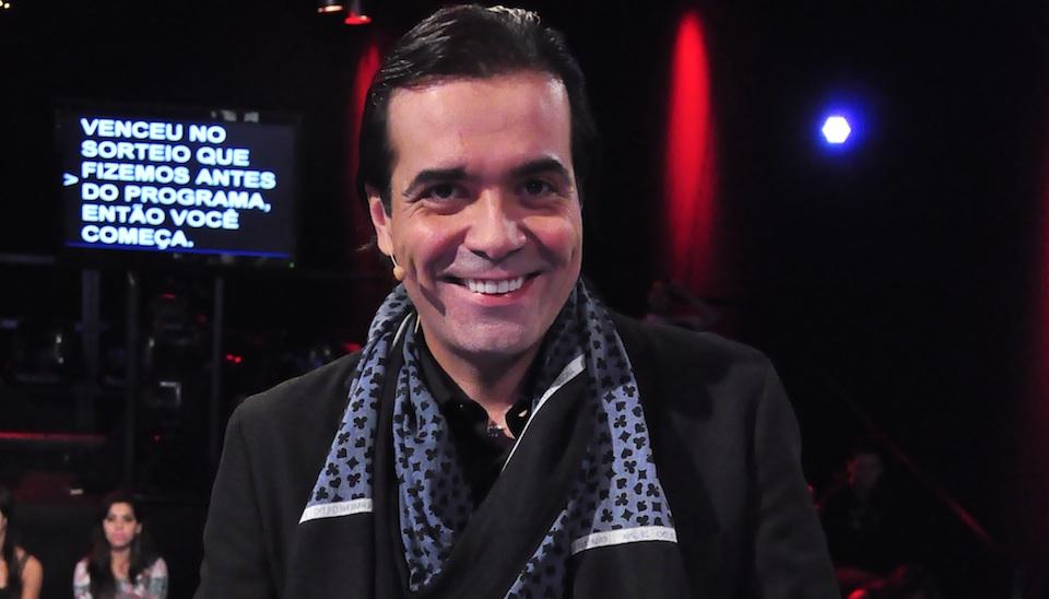 F�bio Arruda esbanja eleg�ncia no game show