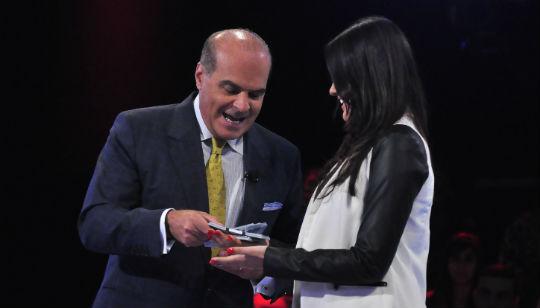 Marcelo de Carvalho conta dinheiro e estimula participantes