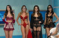 Gatas mostram como apimentar a rela��o com lingeries er�ticas