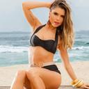 Fl�via Viana exibe corp�o sequinho em ensaio de moda