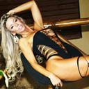 Aos 38 anos, candidata a Miss Bumbum 2014 encarna anjinha sexy