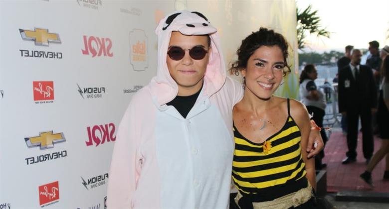 Maria Gadú surge com fantasia inusitada no segundo dia do Lollapalooza