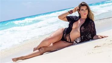 Ana Paula Minerato mostra quase tudo em ensaio sensual na praia