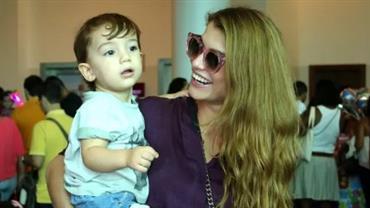 Alinne Moraes comemora três anos do filho com foto fofa