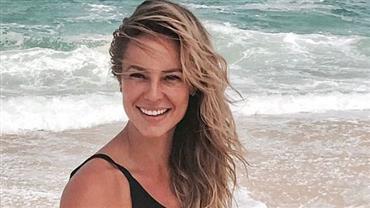 Paolla Oliveira posa de maiô na praia e deixa fãs sem palavras
