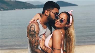 """Gabigol posa com irmã de Neymar e se declara: """"Meu coração sabe que você é a única"""""""