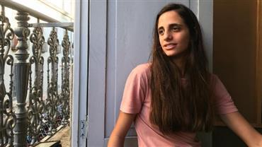 Bruna Linzmeyer posta foto da namorada e internautas comentam semelhança com Maria Bethânia