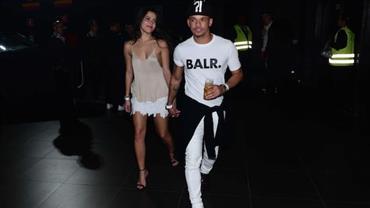 Emilly Araújo curte show de Wesley Safadão com amigo de Neymar