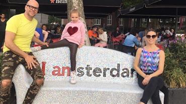Sheila Mello abre álbum de viagem com Xuxa e a filha à Holanda