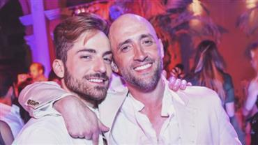 Prestes a se tornar pai, Paulo Gustavo comemora aniversário com o marido em Nova York