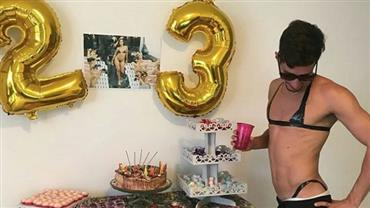 """Fã de Anitta, estudante faz festa de aniversário com tema do clipe """"Vai Malandra"""""""