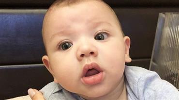 "Gusttavo Lima abusa da ""fofurice"" ao postar foto do filho: ""Papai, tô de topete"""