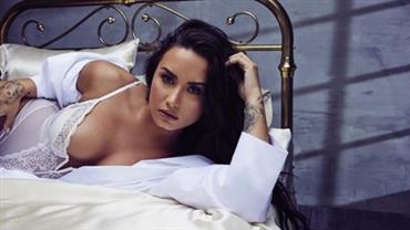 """Demi Lovato exibe celulites e estrias no Instagram: """"Ainda me amo"""""""