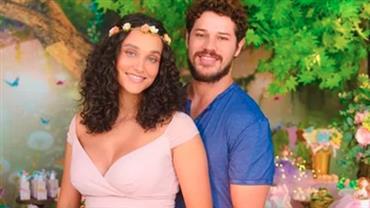 """Débora Nascimento mostra quartinho da filha e fãs elogiam: """"Divino"""""""
