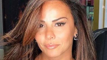 Cadê o cabelão? Viviane Araújo passa a tesoura e exibe novo visual na web