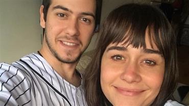 Alessandra Negrini comenta fotos do filho em rede social e empolga internautas