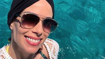 """Com câncer, Ana Furtado usa turbante em Ibiza: """"Sol e quimio não combinam"""""""