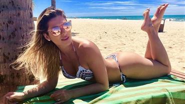 Lívia Andrade posa com bumbum para cima e leva bronca por dispensar protetor solar