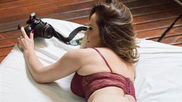 """Núbia Óliiver sensualiza de lingerie na cama e fã dispara: """"Que bumbum lindo"""""""